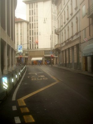 Il divieto di svolta a sinistra in via Ugo Foscolo a Padova, istituito recentemente