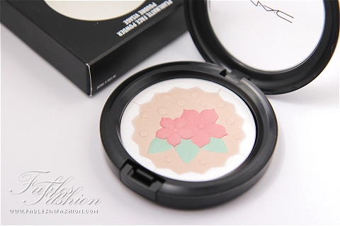 MAC Pearlmatte Face Powder - In For a Treat