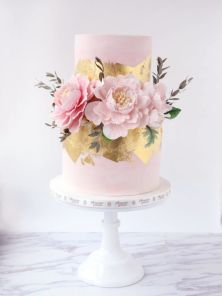 12 Pretty Wedding Cakes With Peony Floral Decorations