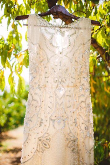 Jenny Packham wedding gown - wedding in The Peach Orchard | Photography : marymargaretsmith.com | https://www.fabmood.com/a-cozy-fall-wedding-in-the-peach-orchard #peach #fallwedding
