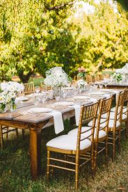 Long Weddng Tablescape in The Peach Orchard | Photography : marymargaretsmith.com | https://www.fabmood.com/a-cozy-fall-wedding-in-the-peach-orchard #peach #fallwedding