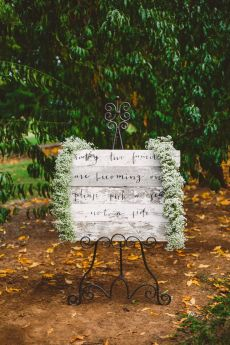 Wedding sign in The Peach Orchard | Photography : marymargaretsmith.com | https://www.fabmood.com/a-cozy-fall-wedding-in-the-peach-orchard #peach #fallwedding