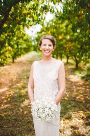 A gorgeous bride in Jenny Packham - Wedding in The Peach Orchard | Photography : marymargaretsmith.com | https://www.fabmood.com/a-cozy-fall-wedding-in-the-peach-orchard #peach #fallwedding