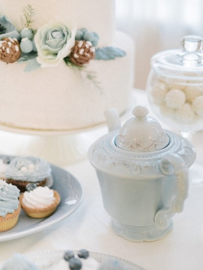 Wedding desserts - Light Blue Winter Wedding Read more Real Winter Weddings | fabmood.com #winterwedding