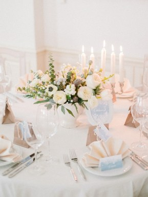 Winter wedding centerpieces | Light Blue Winter Wedding Read more Real Winter Weddings | fabmood.com #winterwedding