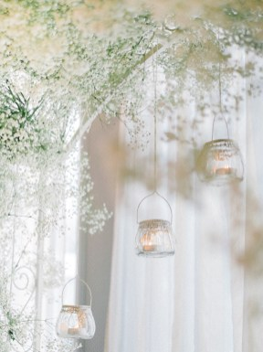 Glass Baubles Winter wedding decoration | Light Blue Winter Wedding Read more Real Winter Weddings | fabmood.com #winterwedding