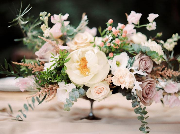 Earthy Tones wedding centerpieces   Cozy and Intimate Rustic Wedding   Photography : yuriyatel.com   read more: fabmood.com
