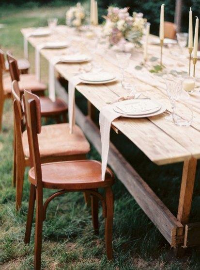 wedding table setting | Cozy and Intimate Rustic Wedding | Photography : yuriyatel.com | read more: fabmood.com