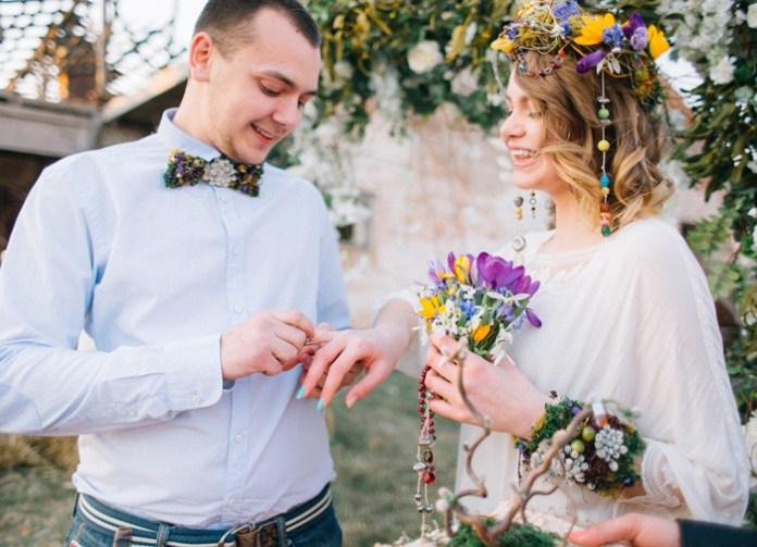 Bohemian Hippie Chic Wedding & Wild Flowers In Her Hair + the ...