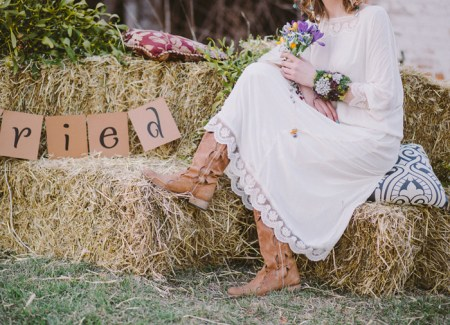 Boho hippie bride and her boots for Eco-friendly Natural,Boho Hippie Chic Wedding | fab mood