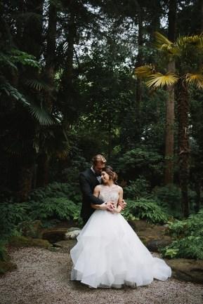 Bride and Groom wedding photo idea | Fab Mood