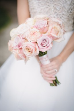 Blush roses bridal bouquet | fabmood.com #weddingbouquet #bouquet #blushwedding #blushbouquet