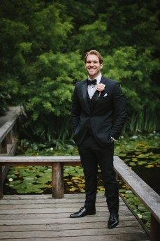 Groom style + blush boutonniere | fabmood.com #groomstyle