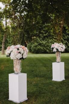 Flower arrangement for Garden wedding ceremony decoration | fabmood.com #gradenwedding #weddingdecoration