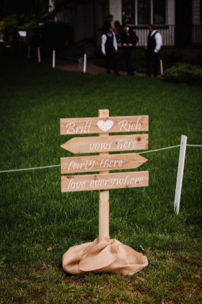 Wedding sign | fabmood.com #wedding #gardenwedding #weddingsigns