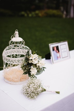 Shabby chic Wedding decorations for outdoor wedding | fabmood.com #gardenwedding