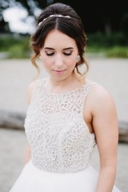 Pretty loose updo bridal hairstyle | fabmood.com #weddinghair #hairstyles #bridalhairstyle #bridehairstyle