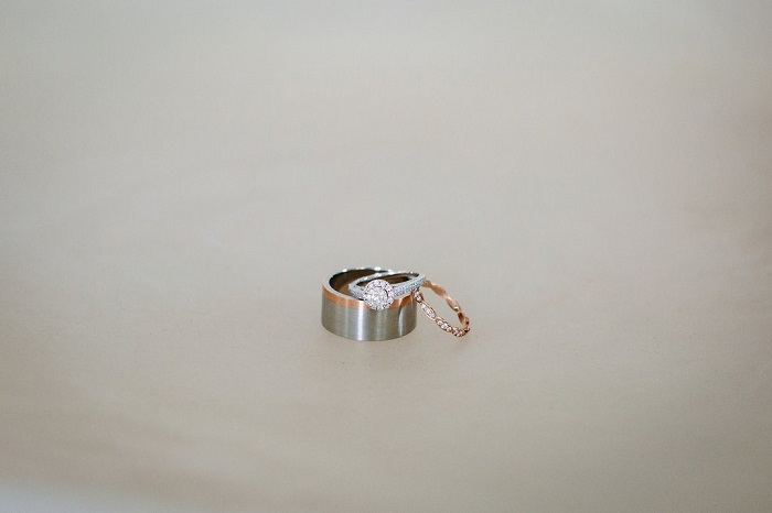 Wedding rings | fabmood.com #weddingrings #engagementring #haloengagementring