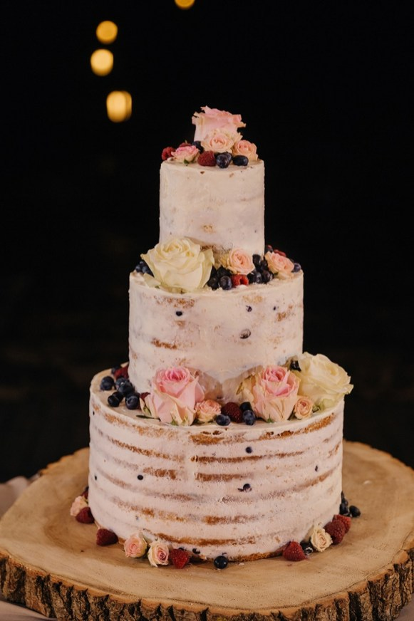 Semi naked wedding cake for a rustic boho wedding | fabmood.com #weddingcake #cake #nakedcake #nakedweddingcake