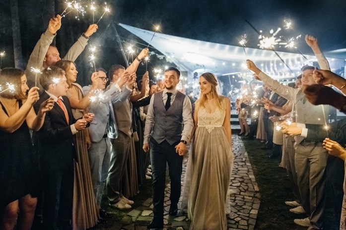Sending off at wedding reception | fabmood.com #weddingreception #bride #wedding #weddingphoto