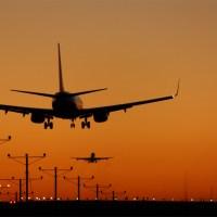 Reguli în avion: De ce se sting luminile la aterizare/decolare?