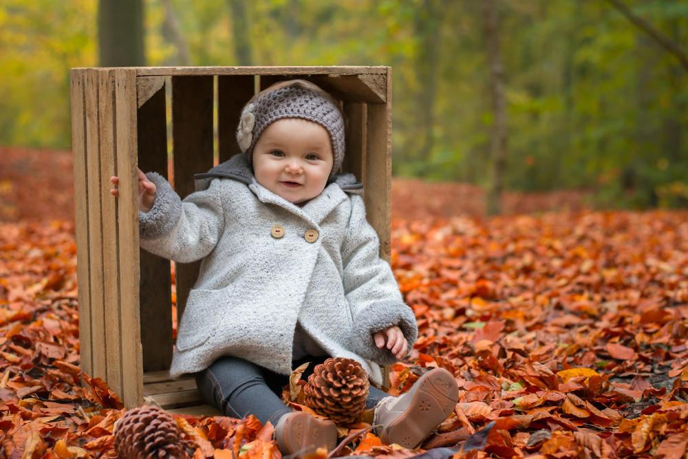 Photographe bébé dans les bois