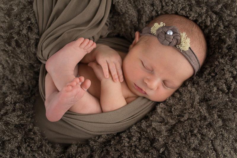 Photographe nouveau-né - Bébé bandeau perle