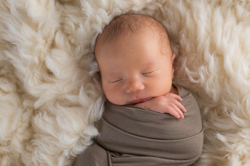 Photographe nouveau-né - Bébé endormi