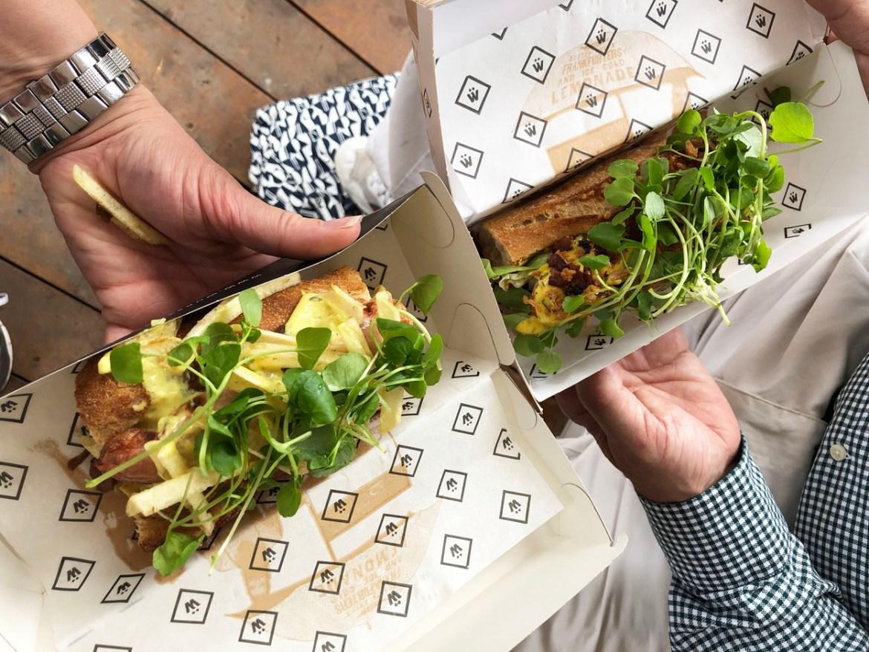 Jeroen Meus hotdog Antwerpen proeft