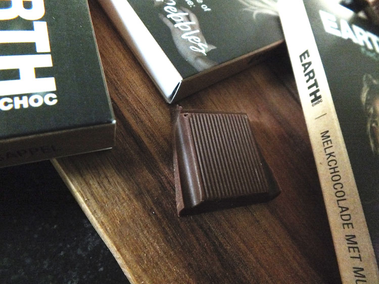 Review EARTH water Choc chocoladerepen