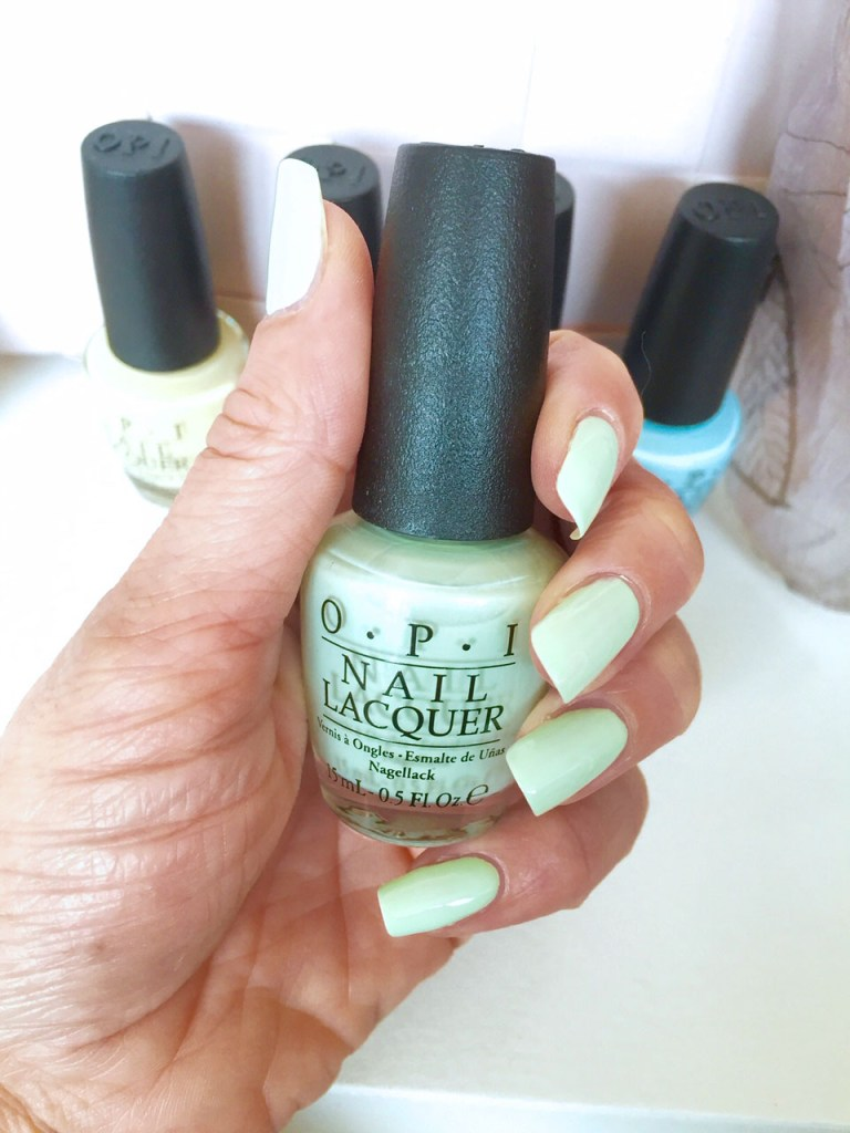 Review OPI SoftShades Pretty in Pastels This cost me a mint swatch