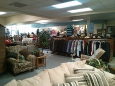fab-finds-betty-griffin-house-thrift-shoppe-julington-square-photo-credit-bryan-estrella-main-room