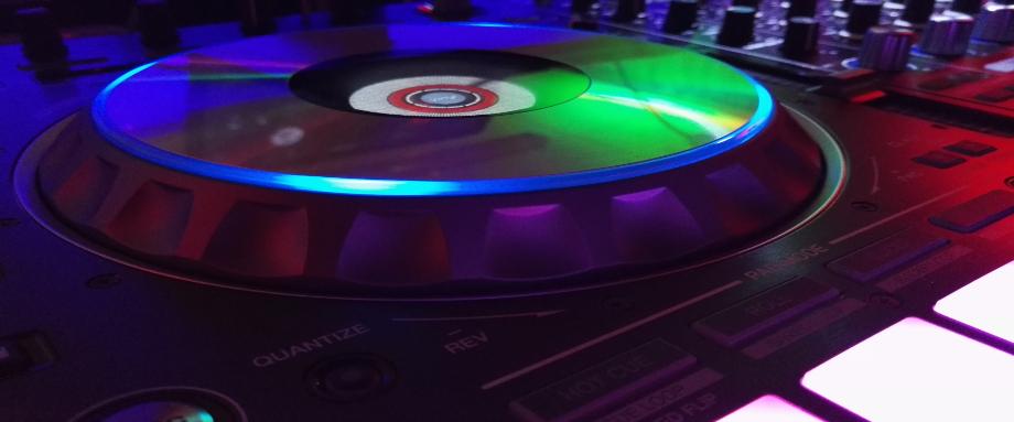 DJ 77
