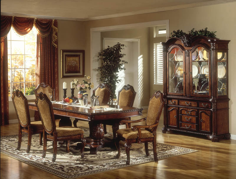 Traditional Victorian Dining Room