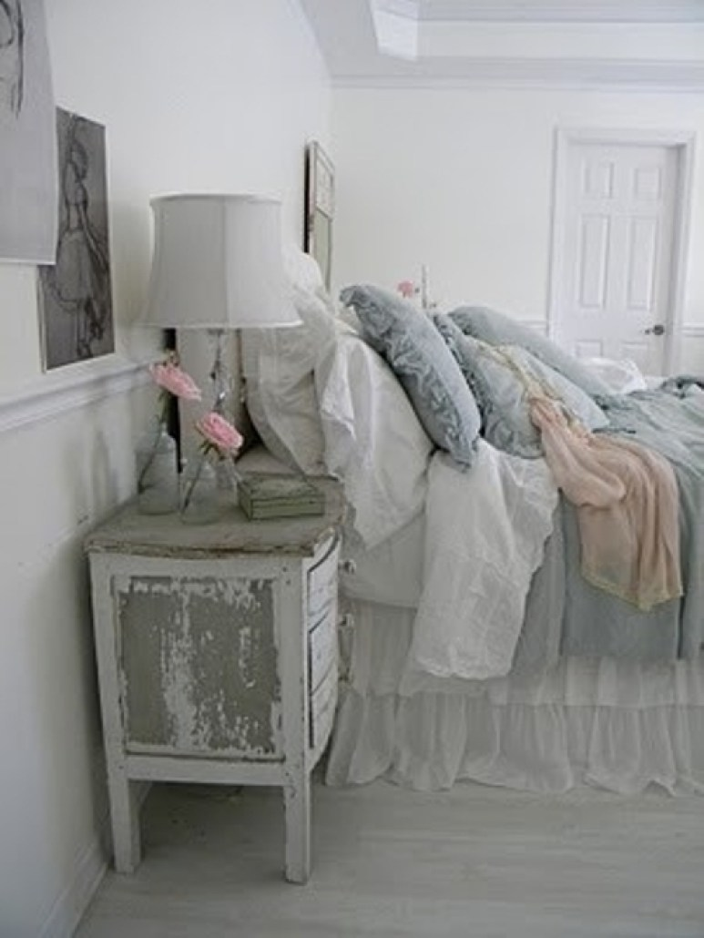 Lovely And Classic Shabby Chic Bedrooms For Girls - photo#43