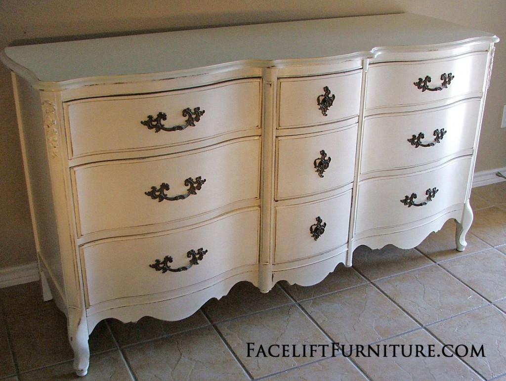 Incroyable White French Provincial Dresser