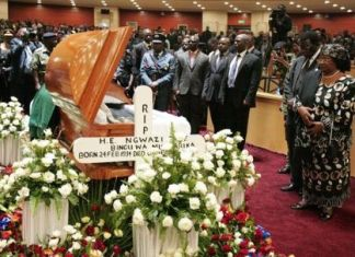 Pres. Joyce Banda viewing Mutharika's body