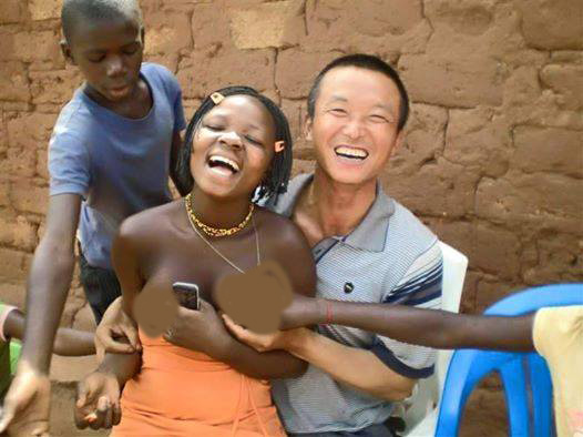 Malawian Chinese Worker Caught Feeling On Someone Elses Wife Pictures  Face Of -2721