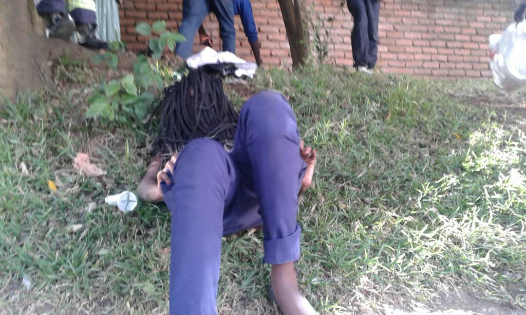 OMG! Students caught having $ex in broad daylight on school's compound (+18ONLY) 2