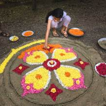 Building a mandala at Green Palms Homestay.