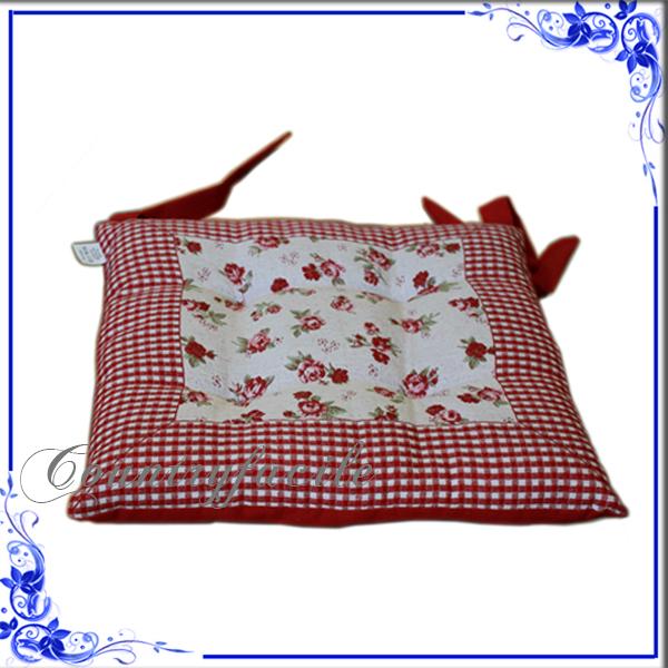 Puoi usare queste stampe floreali vivaci e colorate per realizzare cuscini del divano o anche rivestirlo completamente. Cuscini Per Sedie Cuscino Trapuntino C Laccetti Provenza Facilcasa