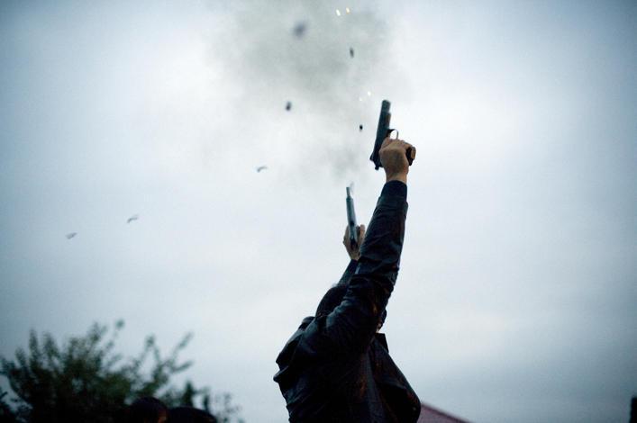Πόσο επικίνδυνοι είναι οι πυροβολισμοί στον αέρα;