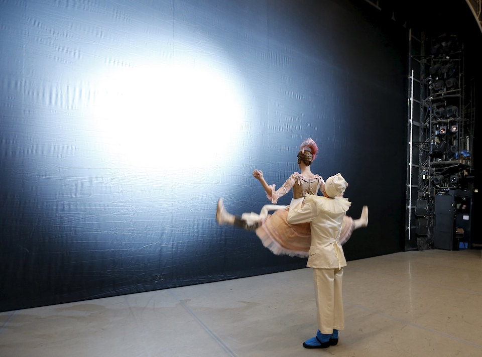 nutcracker essays Ballet essay examples compare and contrast of classical ballet and modern dance dance is one of the most beautiful, expressive forms of art known to mankind.