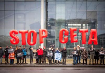 FACUA pide al PSOE que deje el postureo de la abstención y vote no al CETA para defender a la ciudadanía