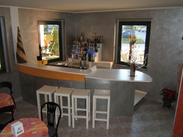 Bancone per bar in legno  Fadini Mobili Cerea Verona