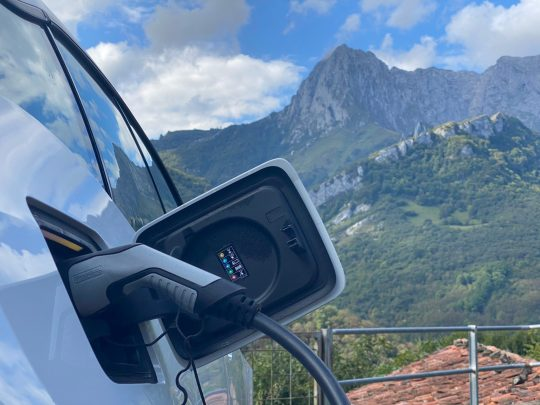 Primer punto de recarga de vehículos eléctricos en Ponga
