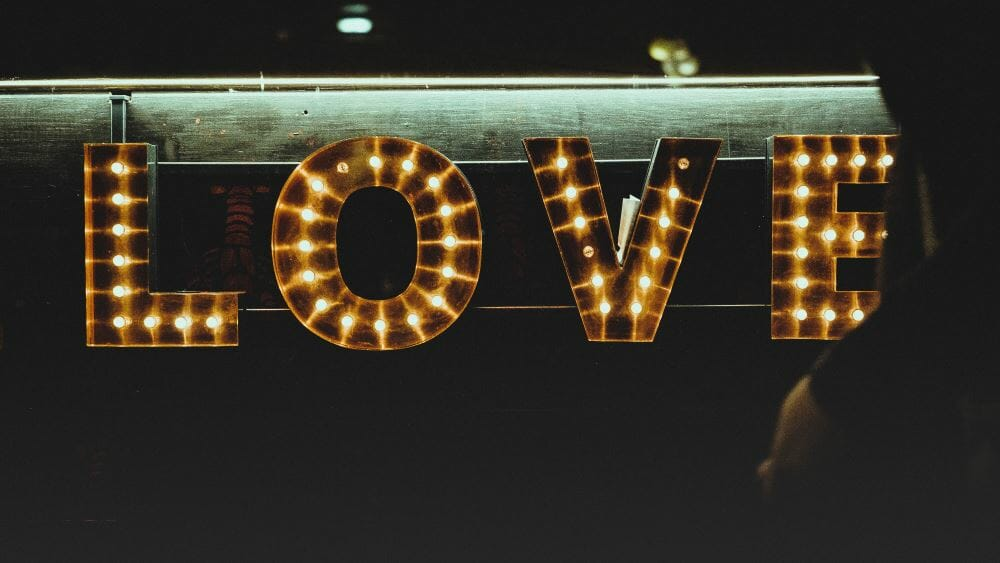 Valentine's Sip and Shop, Lucille's Tavolino | photo by Clem Onojeghuo on Unsplash | faerwear