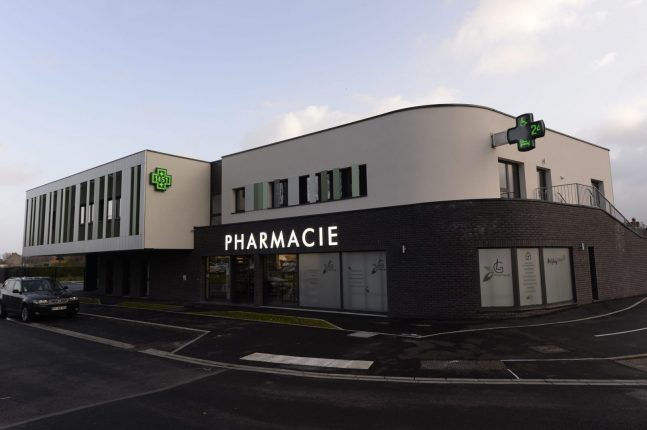 agencement de pharmacie_phie legrand_fahrenberger_1 scaled e1580469990417 647x430 - Pharmacie Legrand