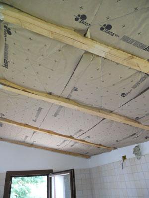 Come isolare il controsoffitto in legno con la lana di vetro
