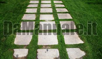 Come fare un vialetto lastricato in giardino